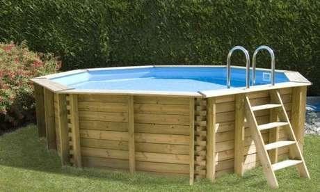 35. Coloque a piscina de paletes sempre nos cantos, para ganhar espaço! – Foto: Habitissimo
