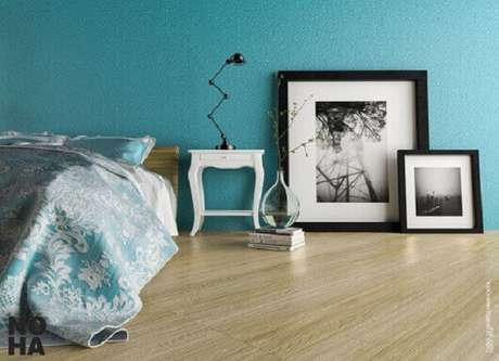 28. Quarto de casal com tons de azul Tiffany em parede e roupas de cama. Projeto de Paula Ferrari