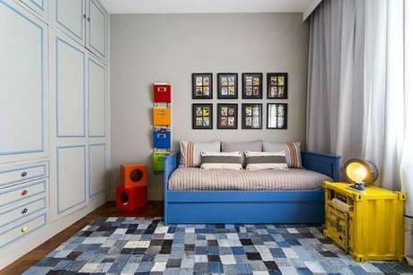 33. Quarto de menino com tapete em tons de azul. Projetado de Triplex Arquitetura