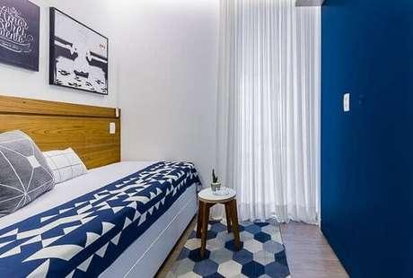 2. Use tons de azul escuro com bom senso na sua decoração. Projeto de Duda Senna