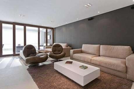 14. Poltronas decorativas giratórias para sala de estar. Projeto de Residência Tamboré de Conseil Brasil
