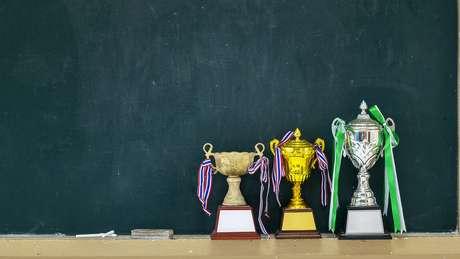 Em meio a prêmios elogiosos, aluno americano recebeu título de 'mais irritante'