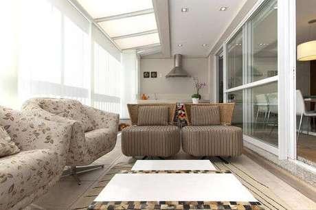 15. Poltronas decorativas para compor a decoração da varanda. Fonte: Blog Aquário Ambientes