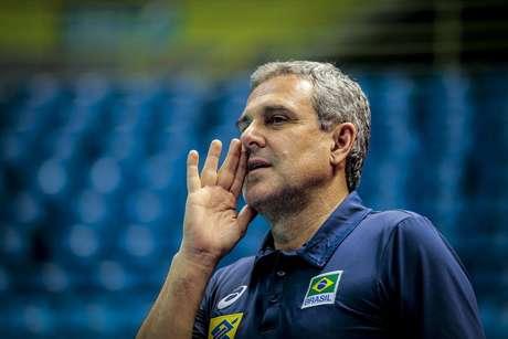 José Roberto Guimarães, técnico da seleção femimina de vôlei
