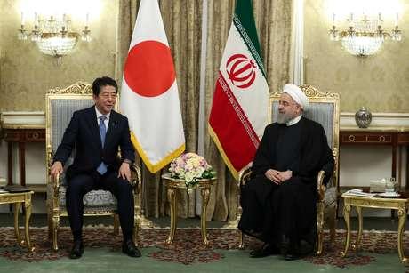 Abe e Rouhani se reúnem em Teerã 12/06/2019 Site oficial do presidente iraniano/Divulgação via REUTERS