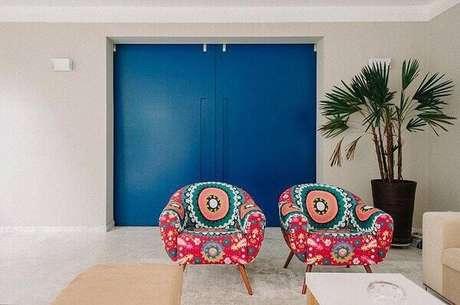 17. Poltronas decorativas estampadas para sala. Projeto Codecorar Arquitetura e Interiores