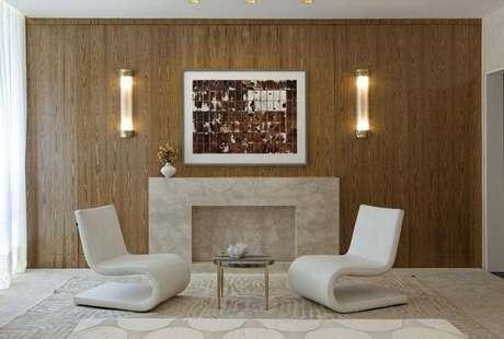 6.A decoração do hall de entradafoi complementada com duas poltronas decorativas. Projeto de Beto Galvez e Norea de Vitto