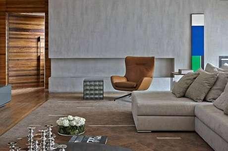 9. Poltronas decorativas complementam a decoração de ambientes amplos. Projeto de David Guerra