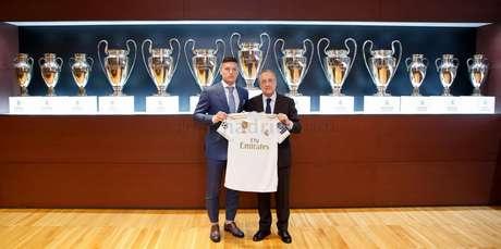 Jovic foi apresentado nesta quinta-feira pelo clube espanhol (Divulgação/Real Madrid)