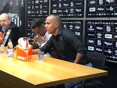 Rodrygo se emocionou em sua despedida do Santos, nesta quarta-feira (Arthur Faria/LANCE)