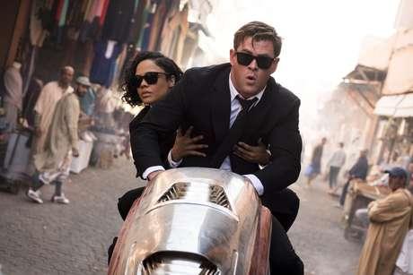 Tessa Thompson e Chris Hemsworth são os agentes M. e H. em 'MIB: Homens de Preto — Internacional'