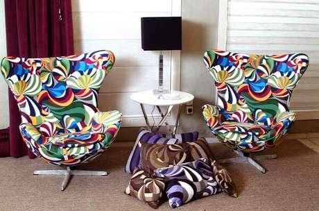 29. Poltronas decorativas com design e estampa criativa. Fonte: Essência Móveis de Design