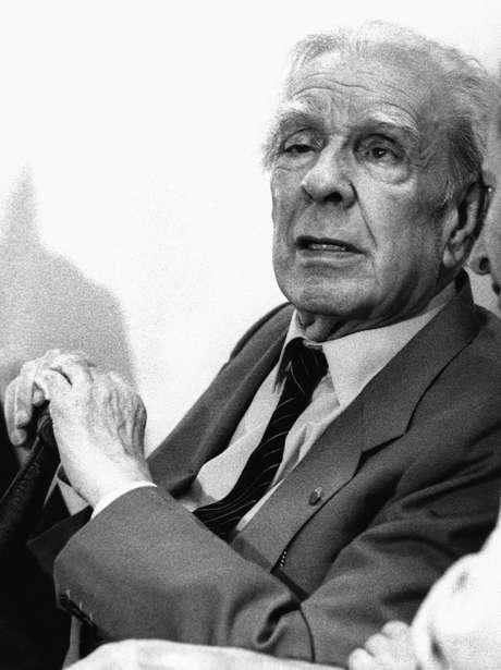 O escritor, poeta, tradutor, crítico e ensaísta argentino Jorge Luis Borges em visita a São Paulo