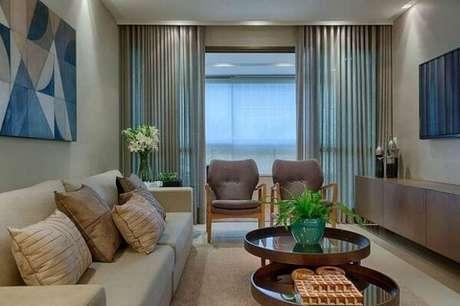 36. Poltronas decorativas na cor cinza. Fonte: Tua Casa