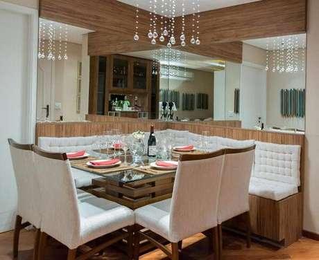 27. Os lustres para sala ou pendentes mais discretos são utilizados em espaços pequenos. Projeto de Raduan Arquitetura