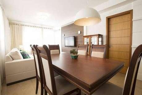 8. Pendente com cúpula oval é bem direcional à mesa,lindoslustres para sala. Projeto de Camila Chalon