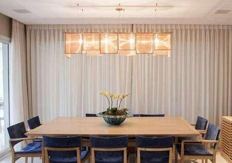 10. Pendente para sala de jantar bem moderno e elegante, lindos lustres para sala. Projeto de Maria Teresa Rodrigues Alves
