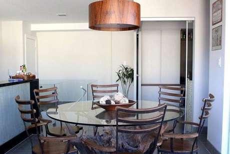 14. Os lustres para sala de jantar combinam perfeitamente com esse estilo de decoração. Projeto de Studio Due Arquitetura