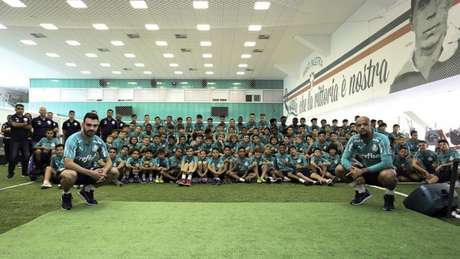 Bruno Henrique e Felipe Melo deram palestra aos garotos na Academia de Futebol (Fabio Menotti/Agência Palmeiras)