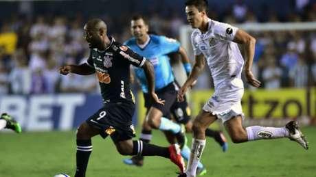 Vagner Love ficou isolado no ataque no jogo contra o Santos e praticamente não viu a cor da bola (EDUARDO CARMIM/PHOTO PREMIUM)