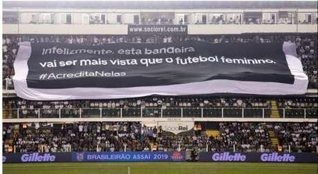 Vila Belmiro recebeu a campanha em prol do futebol feminino na última quarta-feira (Reprodução)