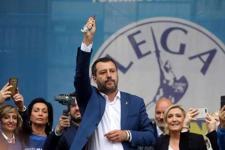 Matteo Salvini lidera comício da extrema direita em Milão