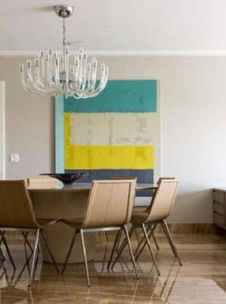58. Lustres modernos estão em alta nas salas de jantar. Projeto de Marilia Veiga