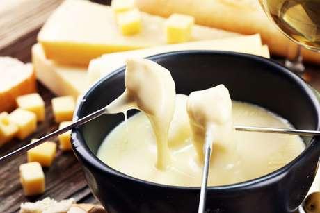 Conheça os melhores queijos para fondue