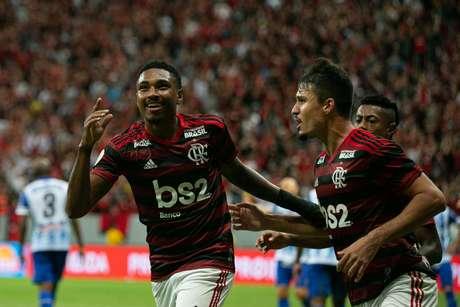 CSA enfrenta o Flamengo nesta quarta-feira (12), pela 9º rodada do Brasileirão - Série A no Estádio Mané Garrincha em Brasília. EM destaque o jogador Vitinho, autor do primeiro gol do Flamengo.