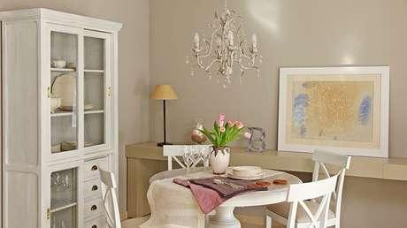 4. Lustre clássico para decoração da sala de jantar. Fonte: Westwing