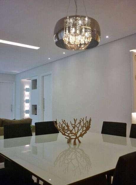 55. Os lustres para sala são elementos de destaque na decoração. Projeto: Andrea Del Monaco