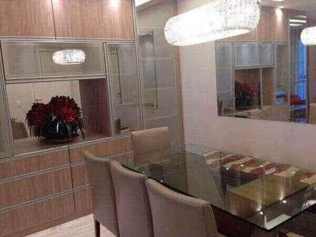 35. Lustres para sala de jantar deixam o ambiente mais sofisticado e convidativo. Foto: Pinterest