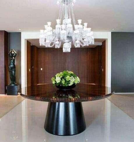 37. Veja como ficam lindos os lustres para sala de recepção contemporânea. Projeto: Batistelli Arquitetura e Design