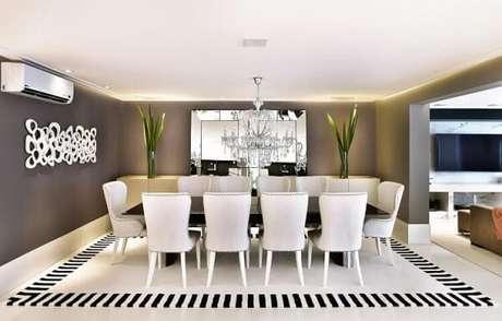 40. Os lustres para sala devem combinar com a decoração do ambiente. Projeto de Tetriz Arquitetura