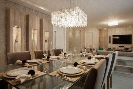 32. O lustre para sala de jantar combina perfeitamente com a decoração do ambiente. Fonte: Divino Lustre