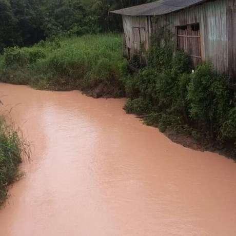 Em 2018, rejeitos tóxicos de mineradora norueguesa vazaram em afluentes da Amazônia, afetando o Igarapé do Dendê, no Pará