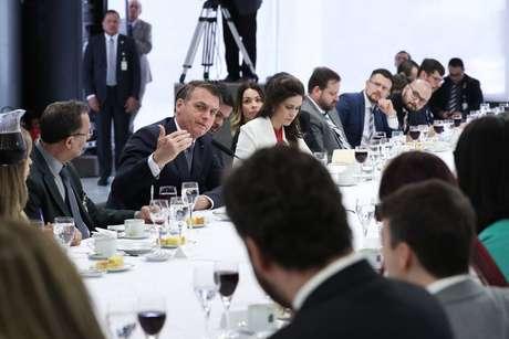O presidente Jair Bolsonaro em café da manhã com jornalistas em Brasília