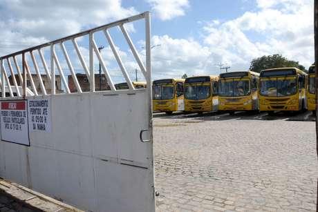 Motoristas aderem greve geral contra a Reforma da Previdência em Salvador (BA), nesta sexta-feira (14). Ônibus não saíram da garagem.