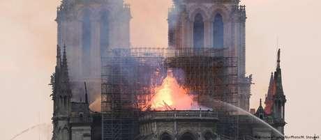 Incêndio  destruiu parte do telhado da catedral em 15 de abril
