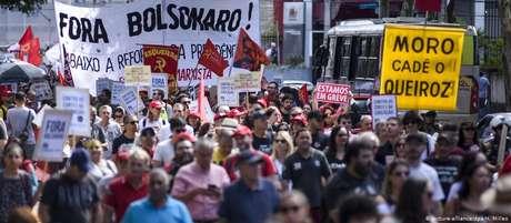 Manifestantes contra a reforma da Previdência em Curitiba