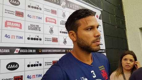 Henríquez teve participação decisiva no gol vascaíno contra o Ceará (Foto: David Nascimento)