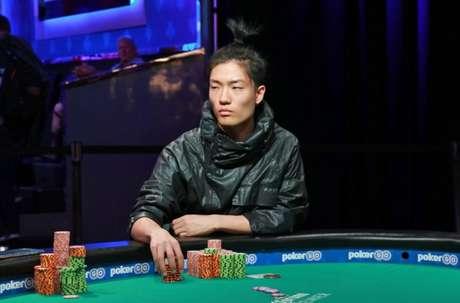 Após eliminar dois finalistas e chegar a liderar a mesa final, Kaneoya acabou caindo na 4ª colocação (Divulgação)