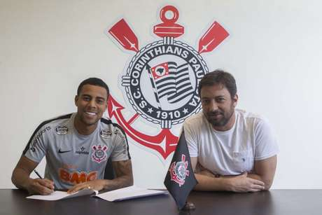 Gustavo assinou novo vínculo com o Corinthians (Daniel Augusto Jr./Ag. Corinthians)