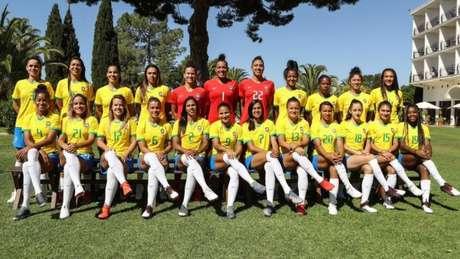 Bárbara e Debinha defenderam a Seleção na Universíade e hoje são colegas de Marta, Cristiane & cia. (Divulgação)