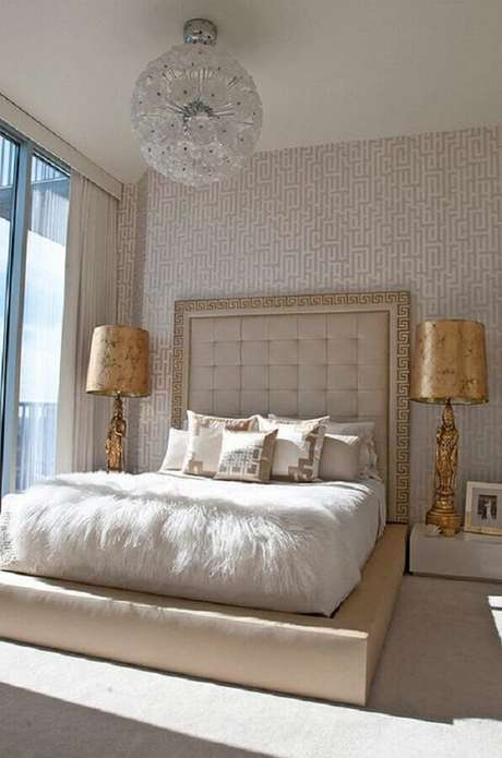 61. Os lustres para quarto são perfeitos para deixar a decoração mais sofisticada – Foto: We Heart It