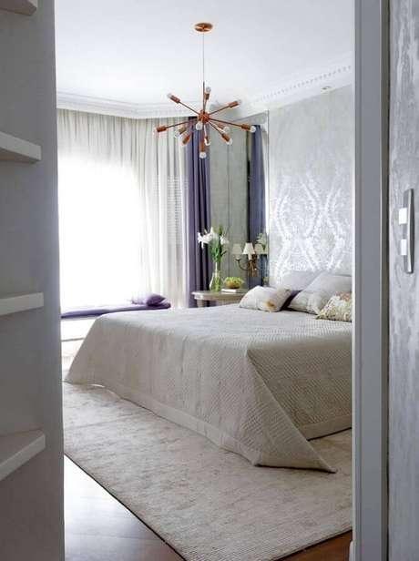 6. Para o estilo contemporâneo de decoração prefira modelos de lustres para quarto com design mais moderno e simples