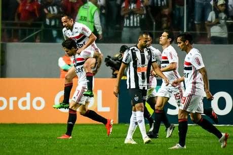 Alexandre Pato empata para o São Paulo contra o Atlético-MG