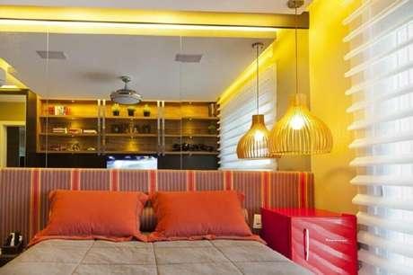65. Lustres para quarto com decoração colorida – Foto: Joana & Manoela