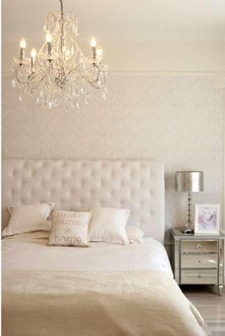 1. Os lustres para quarto deixam a decoração mais sofisticada e o ambiente mais aconchegante