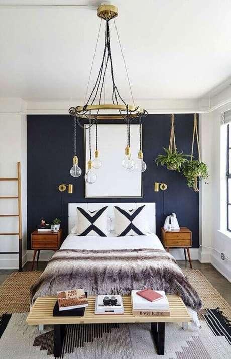 5. Decoração com modelo de lustres para quarto que possui detalhes clássicos e modernos em seu design